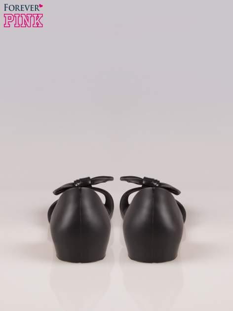 Czarne gumowe baleriny peep toe z kokardą                                  zdj.                                  3