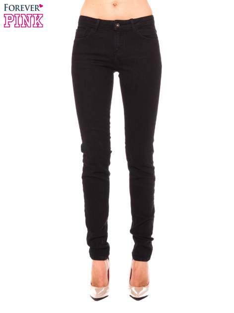 Czarne klasyczne jeansy rurki                                  zdj.                                  1