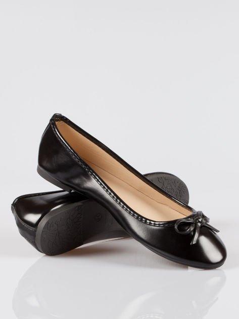 Czarne klasyczne lakierowane baletki faux polish leather z kokardką                                  zdj.                                  4