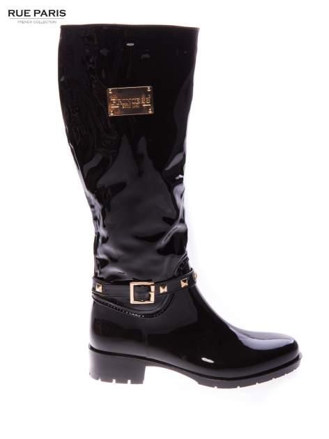 Czarne lakierowane kalosze ze złotą klamerką w stylu biker shoes