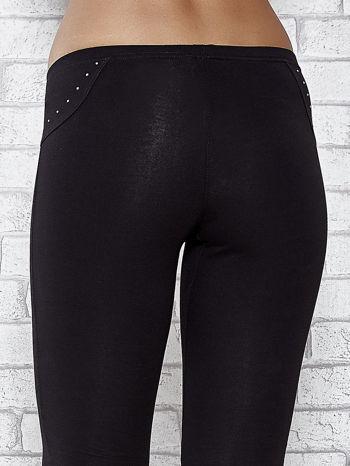 Czarne legginsy sportowe 7/8 z wiązaniem                                  zdj.                                  6