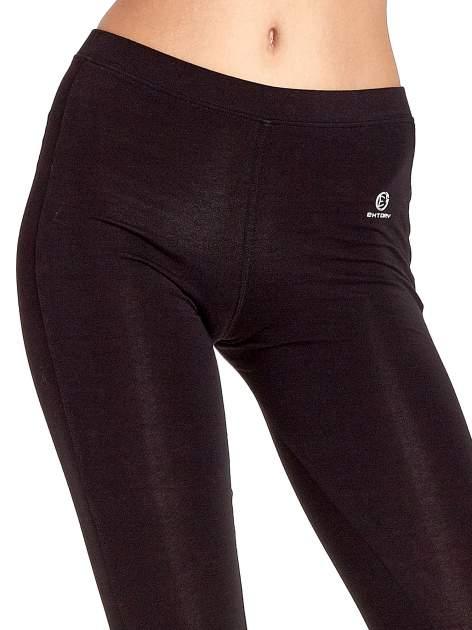 Czarne legginsy sportowe z drapowaniem                                  zdj.                                  4