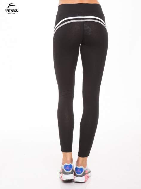 Czarne legginsy z biało-szarymi lampasami                                  zdj.                                  4