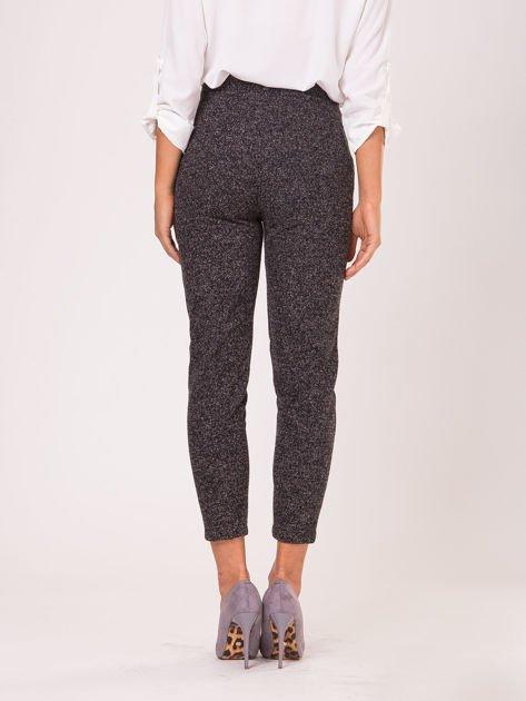 Czarne materiałowe spodnie melange                              zdj.                              3