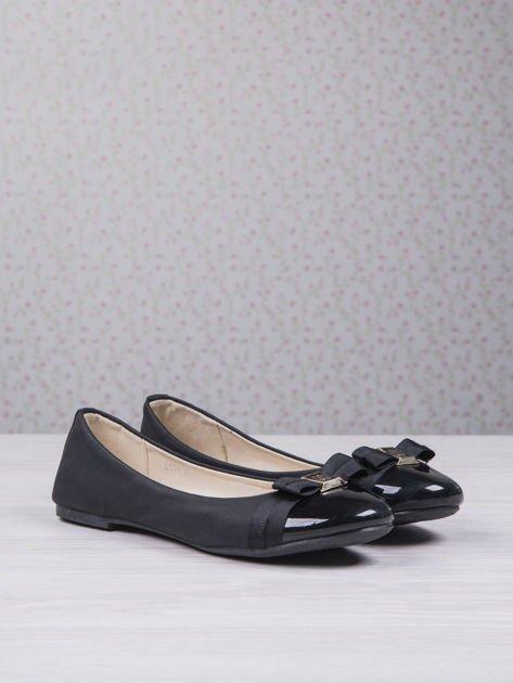 Czarne matowe baleriny Double Cream z kokardką i lakierowanym przodem                                  zdj.                                  3