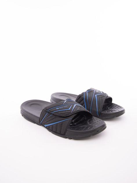 Czarne męskie klapki basenowe w niebieskie wzory                              zdj.                              2