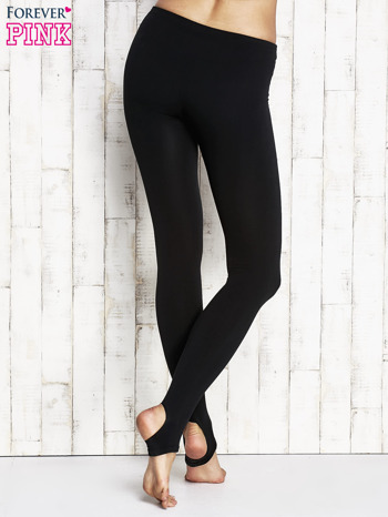 Czarne ocieplane legginsy z paskiem pod stopę                              zdj.                              2