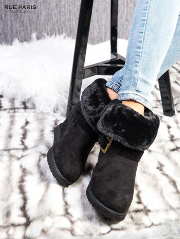 Czarne ocieplane śniegowce na koturnie z futrzanym kołnierzem                                  zdj.                                  2