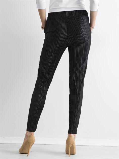 Czarne plisowane spodnie                               zdj.                              2