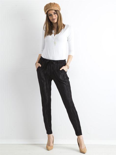 Czarne plisowane spodnie                               zdj.                              4