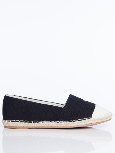 Czarne płócienne espadryle z tłoczoną literką na cholewce i białą wstawką  na przodzie buta