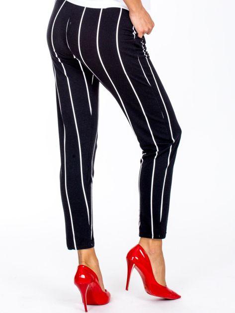 Czarne proste spodnie w paski                              zdj.                              2