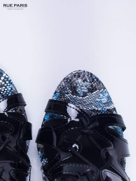 Czarne sandały gladiatorki z motywem snake print                                  zdj.                                  6