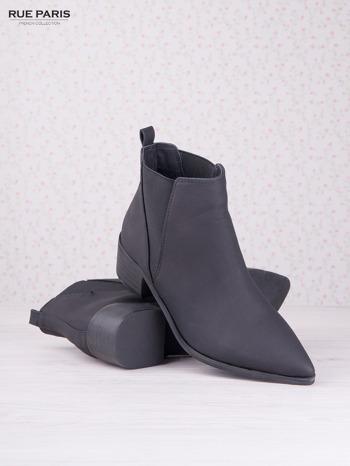 Czarne skórzane botki faux leather Giulia na klocku w szpic                                  zdj.                                  3