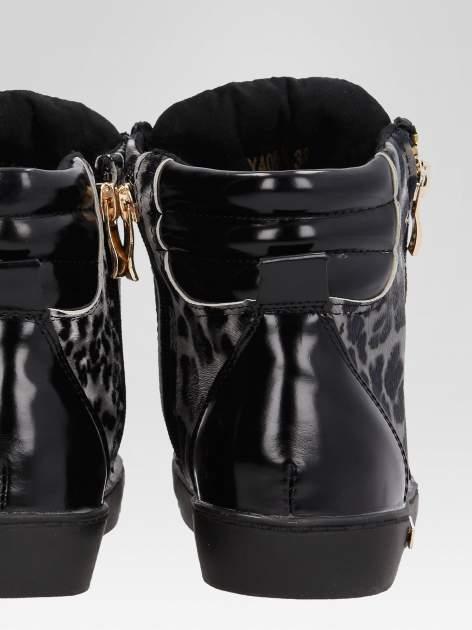 Czarne sneakersy damskie z motywem panterki                                  zdj.                                  7