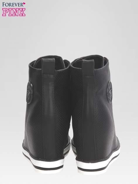 Czarne sneakersy damskie z siateczką                                  zdj.                                  3