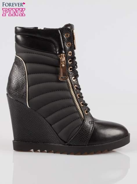 Czarne sneakersy z motywem skóry jaszczurki i złotymi detalami                                  zdj.                                  1