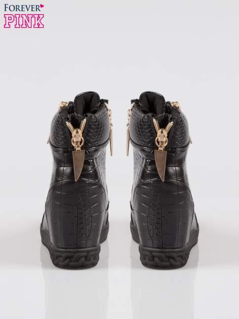 Czarne sneakersy ze skóry tłoczonej w zwierzęce wzory i złotymi suwakami                                  zdj.                                  3