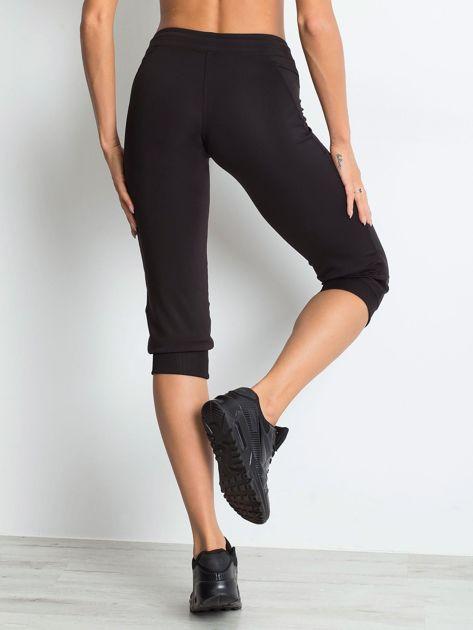 Czarne spodnie capri z kieszonką                                   zdj.                                  4