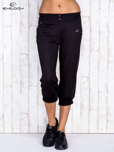 Czarne spodnie capri z surowym wykończeniem PLUS SIZE