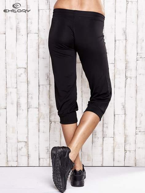 Czarne spodnie capri z wszytą kieszonką                                  zdj.                                  2