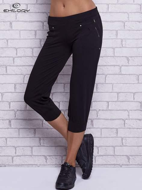 Czarne spodnie capri z wszytymi kieszeniami
