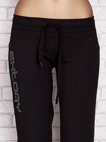 Czarne spodnie dresowe capri z napisem EXTORY                                  zdj.                                  4
