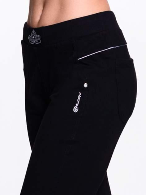 Czarne spodnie dresowe z aplikacją z dżetów PLUS SIZE                                  zdj.                                  6