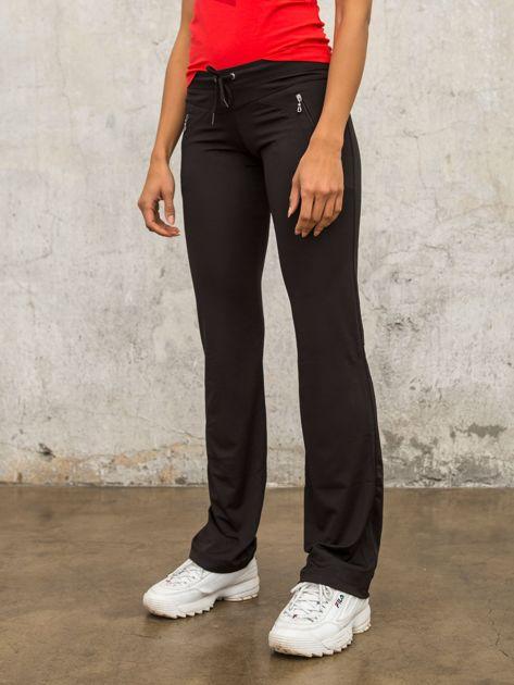 Czarne spodnie dresowe z kieszeniami                              zdj.                              5