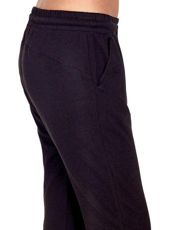 Czarne spodnie dresowe z powijaną nogawką                                  zdj.                                  5