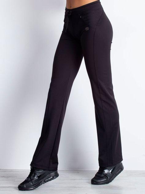 Czarne spodnie dresowe z troczkiem                                  zdj.                                  3