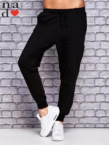 Czarne spodnie dresowe z zasuwaną kieszonką                                  zdj.                                  1