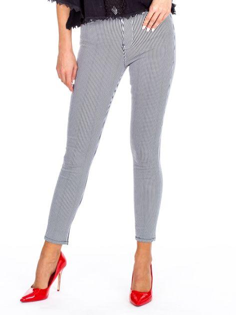 Czarne spodnie high waist w pionowe paski