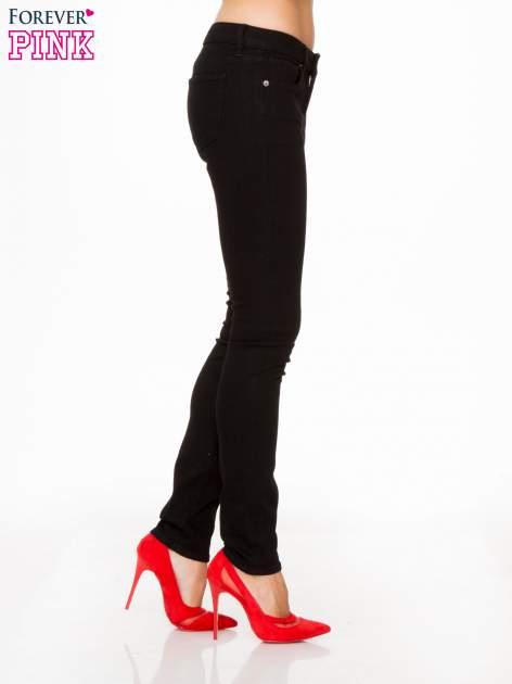 Czarne spodnie jeansowe rurki                                   zdj.                                  3