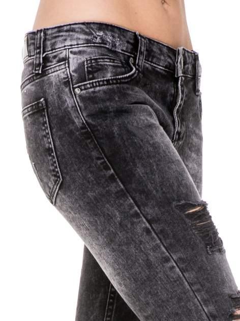 Czarne spodnie jeansowe rurki z dziurami przetarciami                                  zdj.                                  7