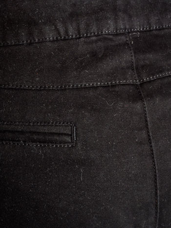 Czarne spodnie materiałowe z przeszyciami na kolanach                                  zdj.                                  5