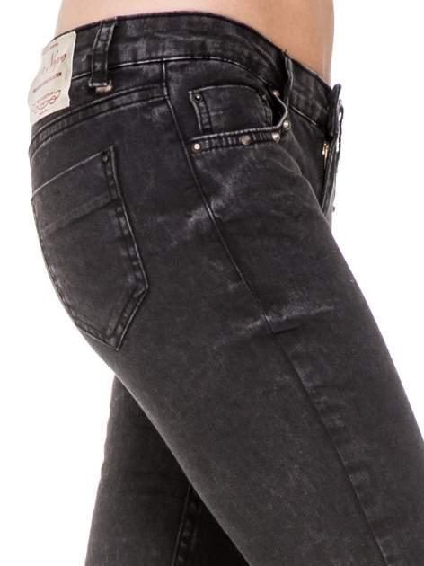 Czarne spodnie skinny jeans z dżetami przy kieszeniach                                  zdj.                                  7