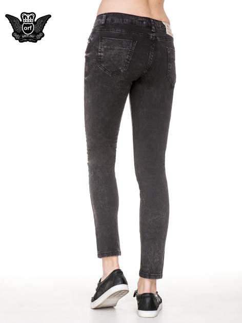Czarne spodnie skinny jeans z dżetami przy kieszeniach                                  zdj.                                  4