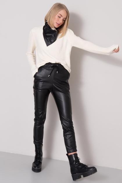 Czarne spodnie z eko skóry BSL