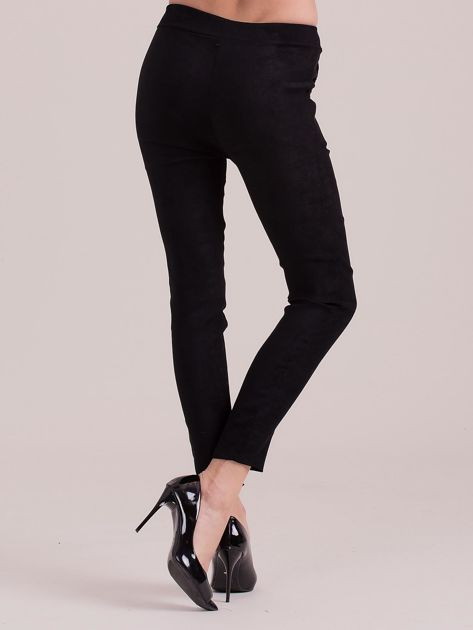 Czarne spodnie z imitacji zamszu                              zdj.                              2
