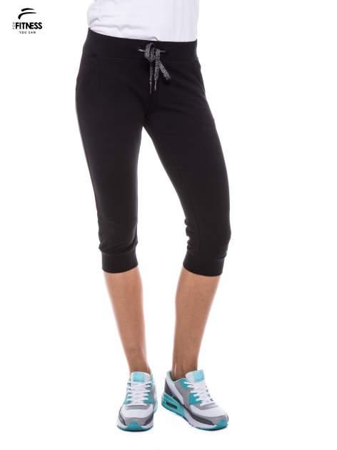 Czarne sportowe spodnie za kolano typu capri                                  zdj.                                  1