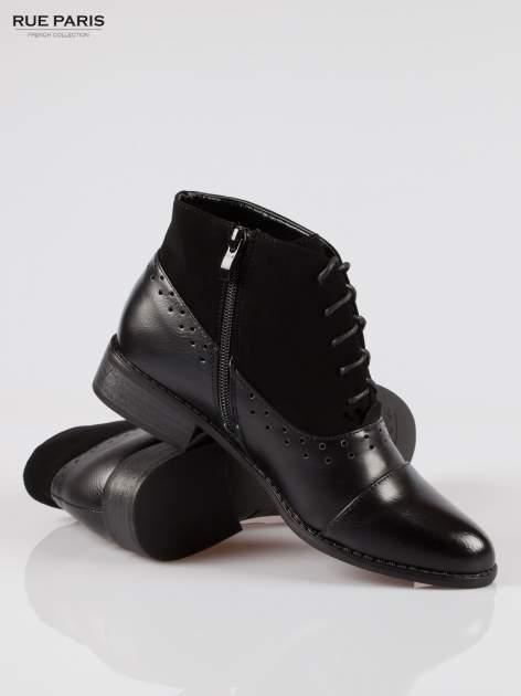 Czarne sznurowane botki z ozdobnymi dziurkami                                  zdj.                                  4