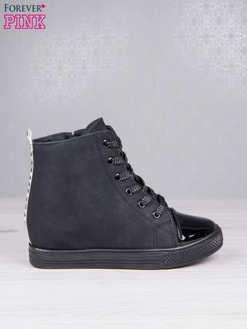 Czarne sznurowane sneakers z napisem LOVE