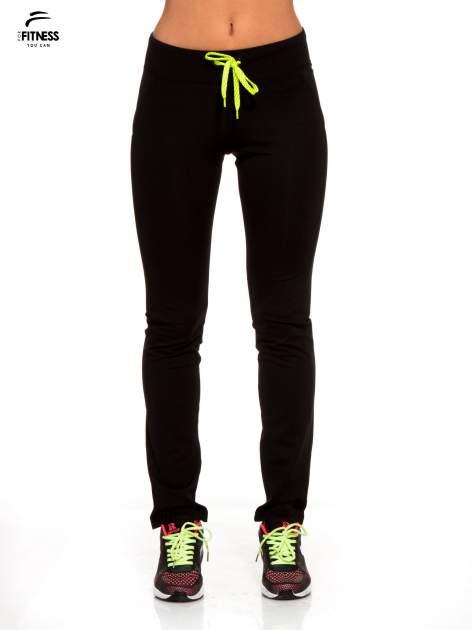Czarne termoaktywne spodnie do biegania o prostej nogawce z fluozieloną wstawką ♦ Performance RUN