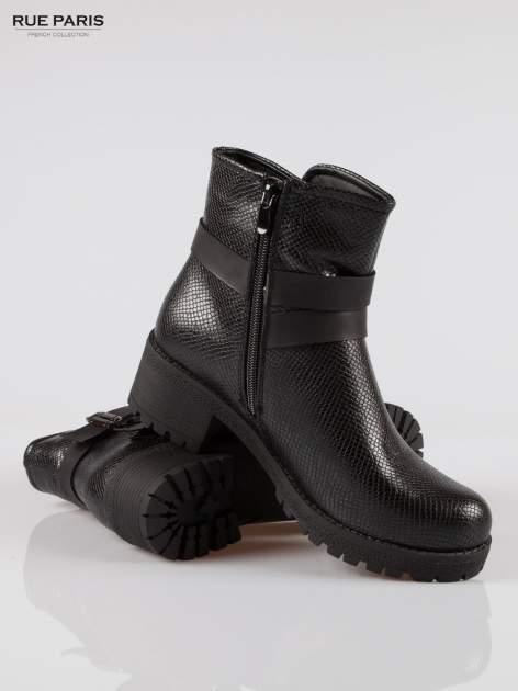 Czarne tłoczone botki biker boots z klamrami                                  zdj.                                  4
