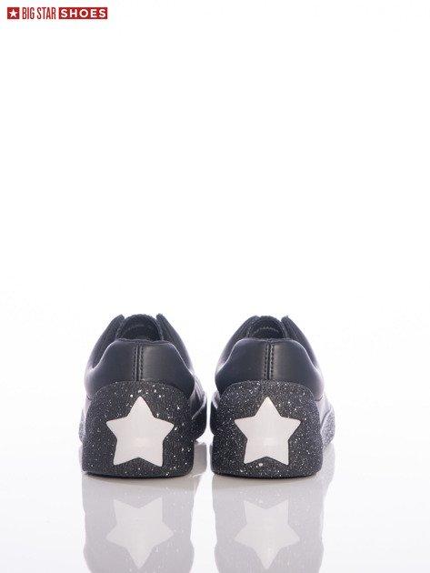 Czarne trampki Big Star z ozdobnymi srebrnymi gwiazdkami na tyle cholewki                                  zdj.                                  1
