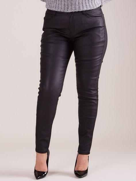 Czarne woskowane spodnie PLUS SIZE                              zdj.                              1