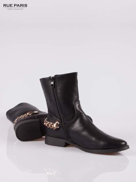 Czarne wysokie botki biker boots ze złotym łańcuchem z tyłu                                  zdj.                                  4