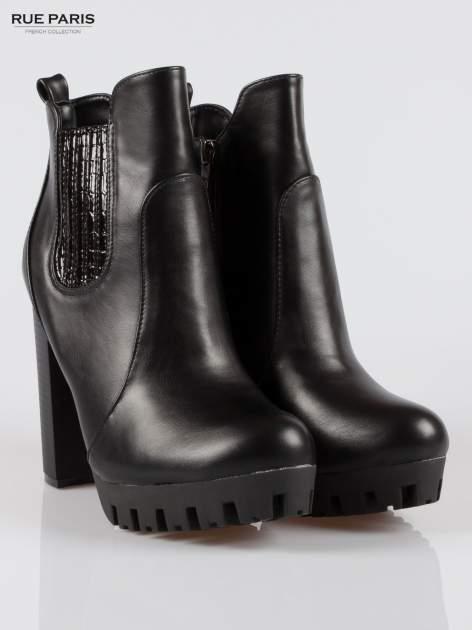 Czarne wysokie botki na platformie stylizowane na sztyblety                                  zdj.                                  2