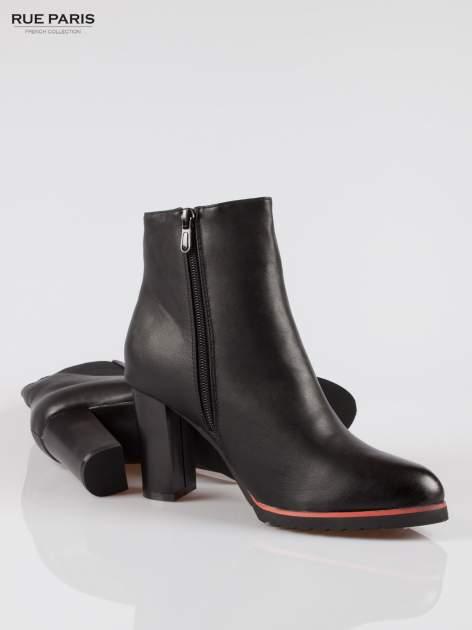 Czarne wysokie botki na słupku z gumą na cholewce                                  zdj.                                  4